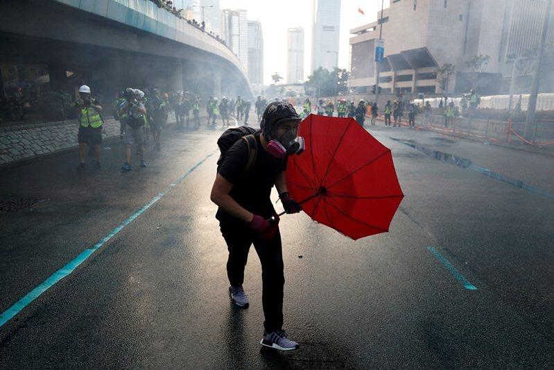 希望台灣或是香港,未來依舊能在民主改革的道路上緩步前行。圖為9月15日香港反送中現場。 圖/路透社