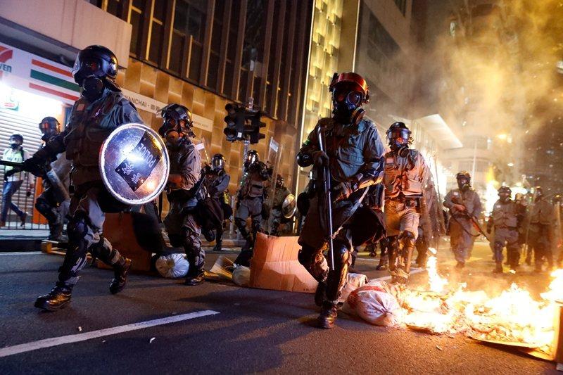 如選舉、信仰、與執政這三個正當性一旦被挑戰,中共會毫不猶豫對港動武。攝於11月2日,香港。 圖/路透社