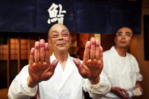 日本「壽司之神」小野二郎的壽司名店「數寄屋橋次郎本店」,原本是連續12年列入米其...