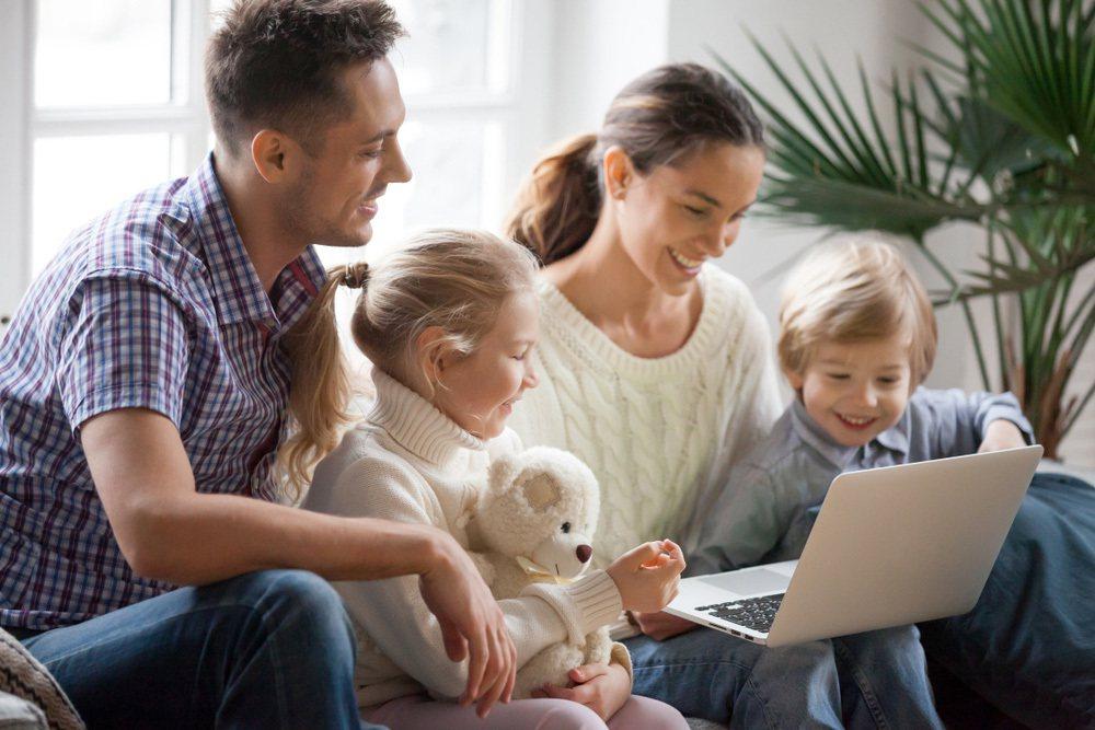 ▲在家切換「家用Wi-Fi」觀賞線上影音,穩定又快速。 圖/shuttersto...