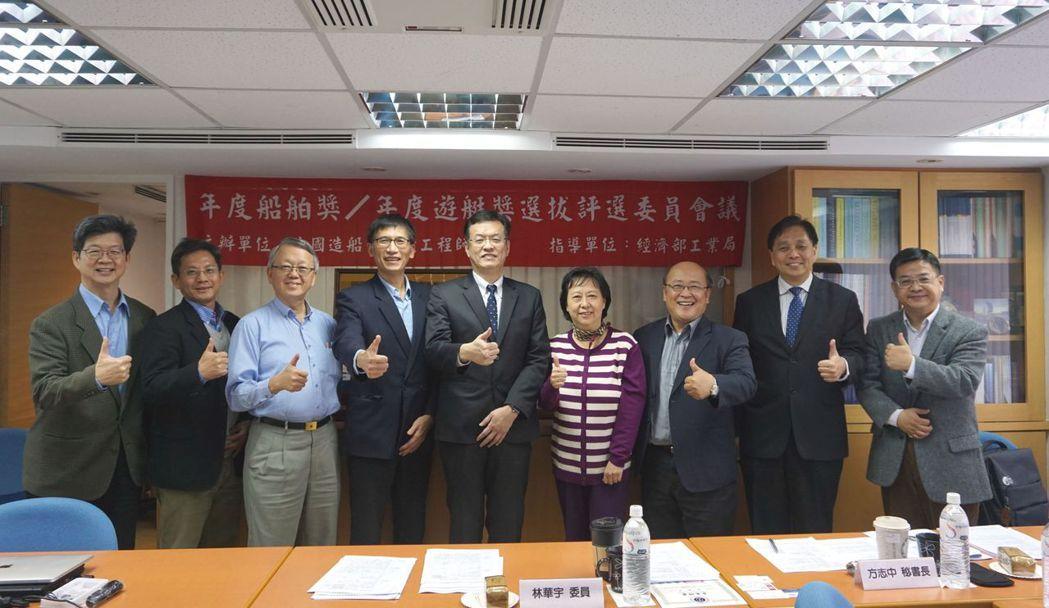 決選委員會議主席工業局金屬機電組組長林華宇(左五)、與出席委員及貴賓合影。 金萊...
