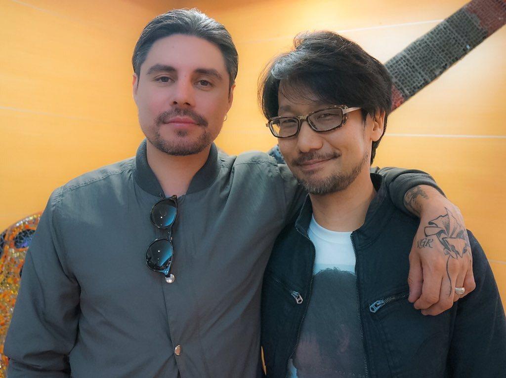 Low Roar樂團的Ryan Karazija與小島秀夫合影。(圖片來源)