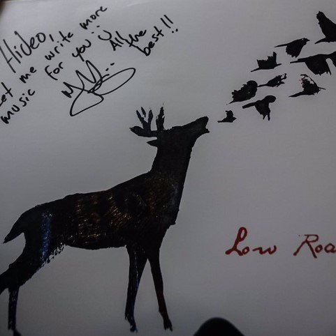 Low Roar樂團的Ryan Karazija送給小島秀夫的同名專輯。(圖片來...