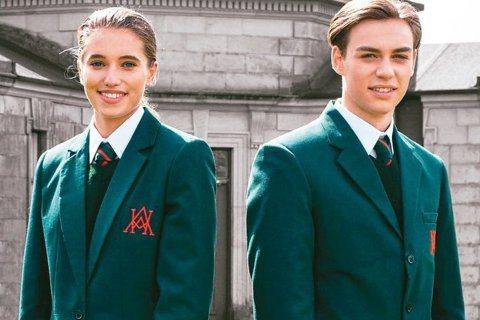 英國老牌學生制服供應商史蒂文生(Stevensons)表示,該公司的學生制服廣告...