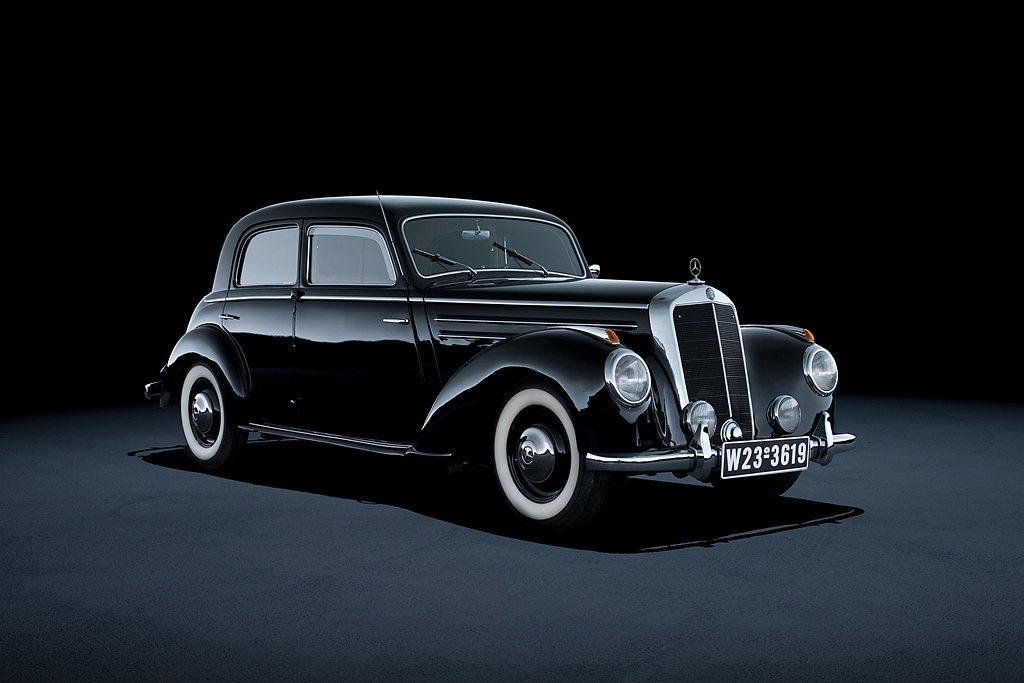 自1951年賓士220車型問世以來,已經向全球市場累積交付約400萬輛的旗艦車款...