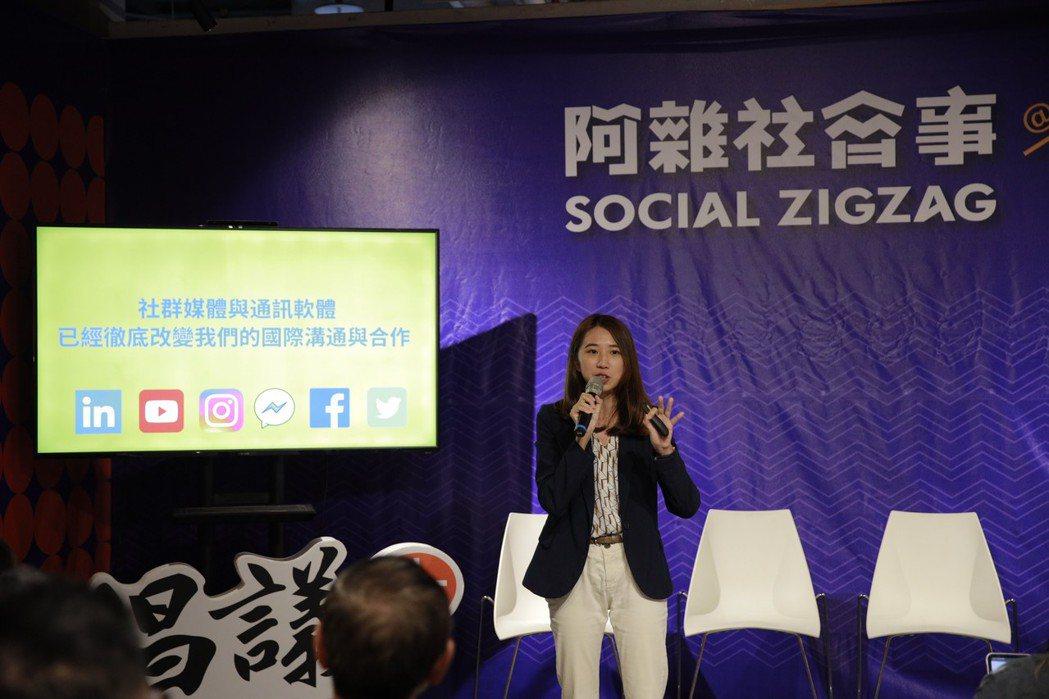 數位外交協會理事長郭家佑分享走向科索沃、越南的數位社群互動故事。 圖/王建發攝影