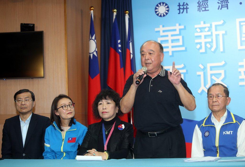國民黨將曾前往中國聆訓的退將吳斯懷名列不分區立委名單,引發社會議論。 圖/聯合報系資料照