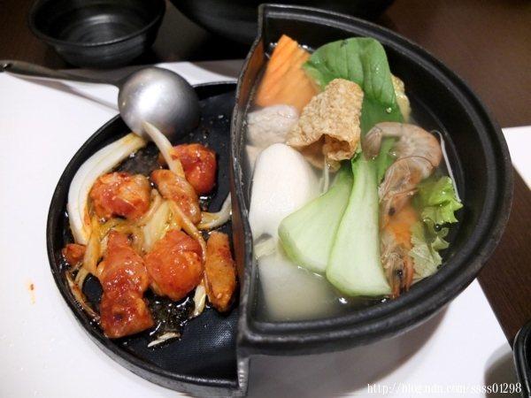 不僅能手炒雞肉也能品嘗火鍋,有種同時吃韓式烤肉和韓式火鍋的雙重饗宴