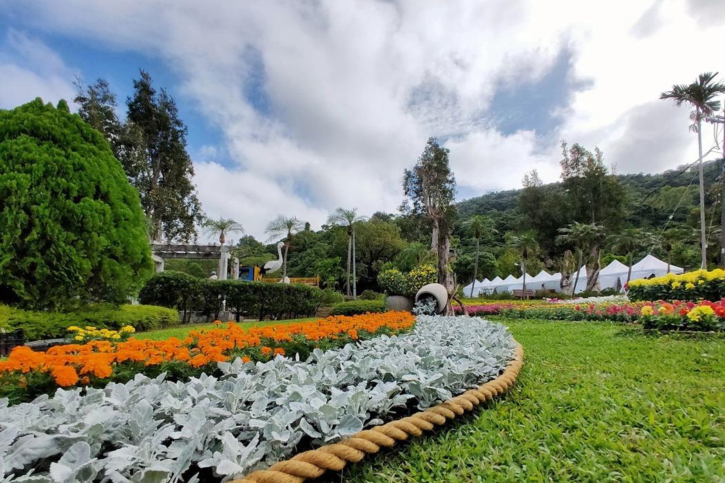 士林官邸「樂在菊中」將花卉與景觀藝術結合