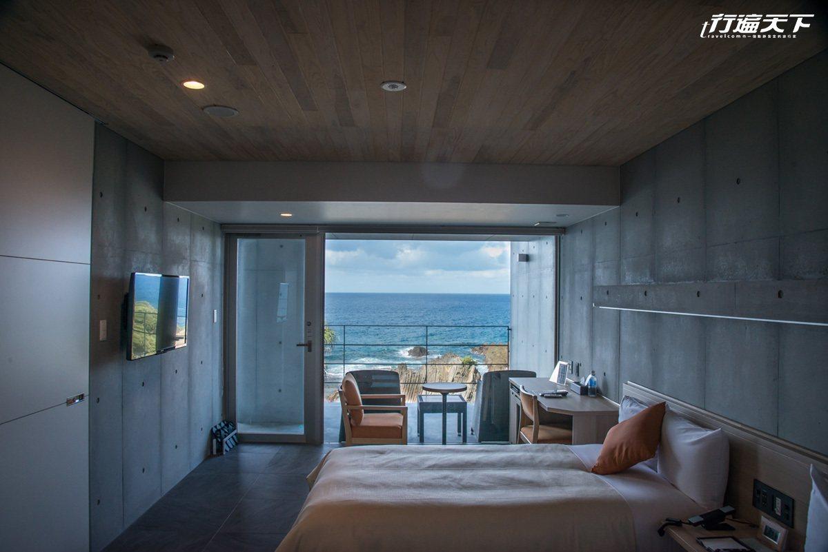 能夠躺著就眺望海景的設計旅店就在Seaside Hotel 屋久島。