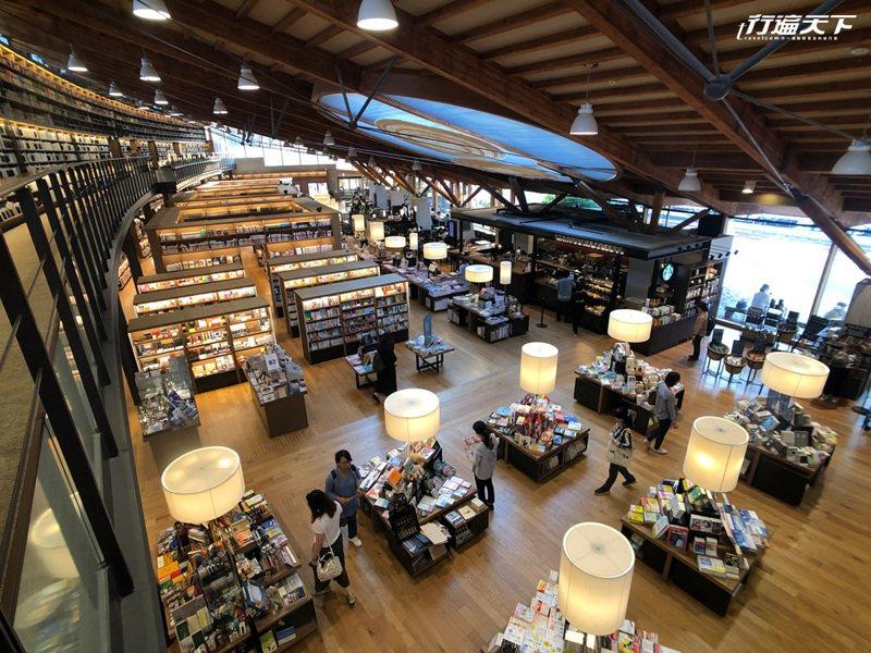 還可走上2樓,俯瞰整座武雄圖書館模樣。