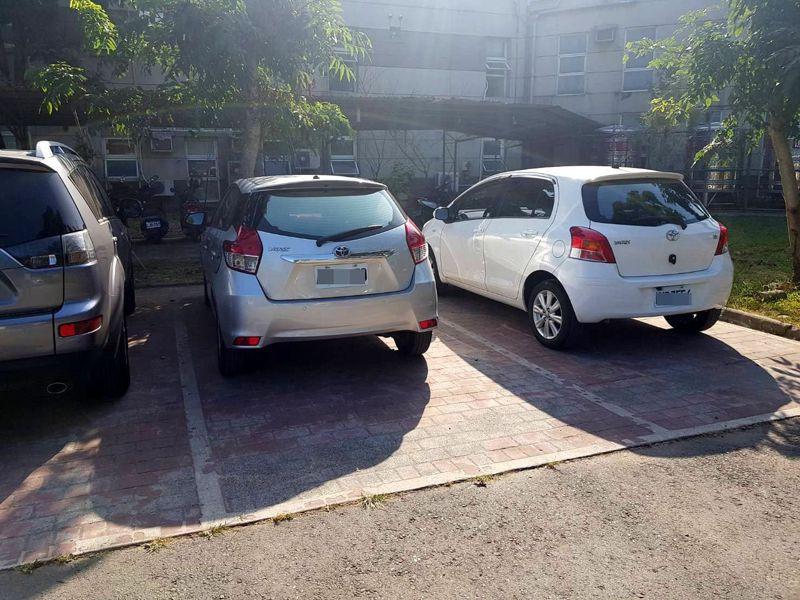 竹山鎮埋設地磁感應設備,即日起正式啟用,成為南投縣第一個使用智慧停車系統的鄉鎮。記者黑中亮/攝影