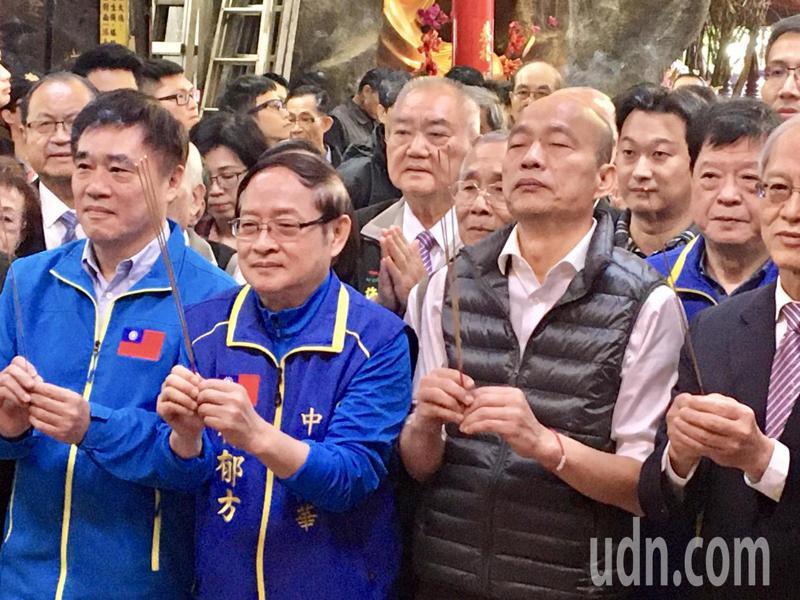 韓國瑜與林郁方一同到台灣省城隍廟祈福參拜。記者郭頤/攝影
