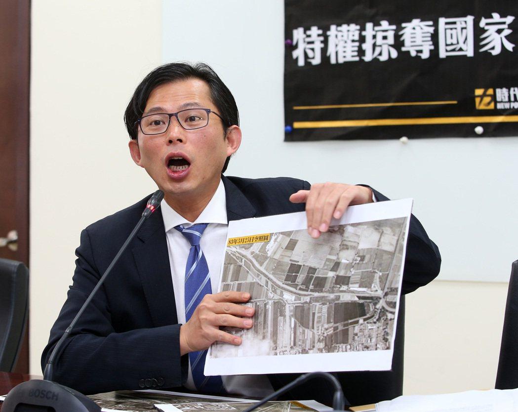 時代力量立委黃國昌上午舉行記者會。記者林澔一/攝影