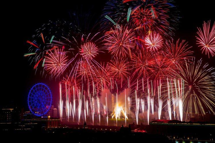 義大世界跨年煙火秀將施放全台跨年史上最多數量的12吋尺玉煙火 。圖/義大提供