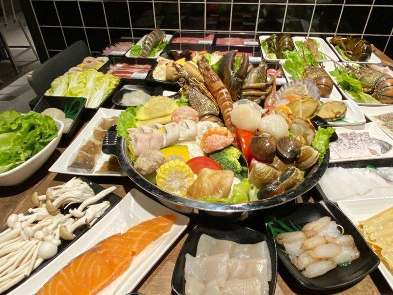 圖為中和「祥富水產沙茶火鍋超市」二代店日前提供鮮活的海產。圖/環球購物中心提供