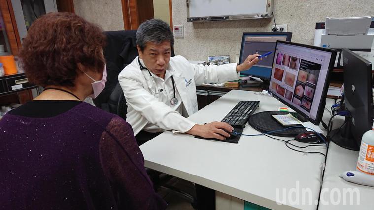 員林市宏仁醫院家醫科醫師曹世達說明帶狀疱疹的發病過程。記者林敬家/攝影