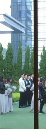 毛加恩在飯店戶外花園證婚。圖/讀者提供