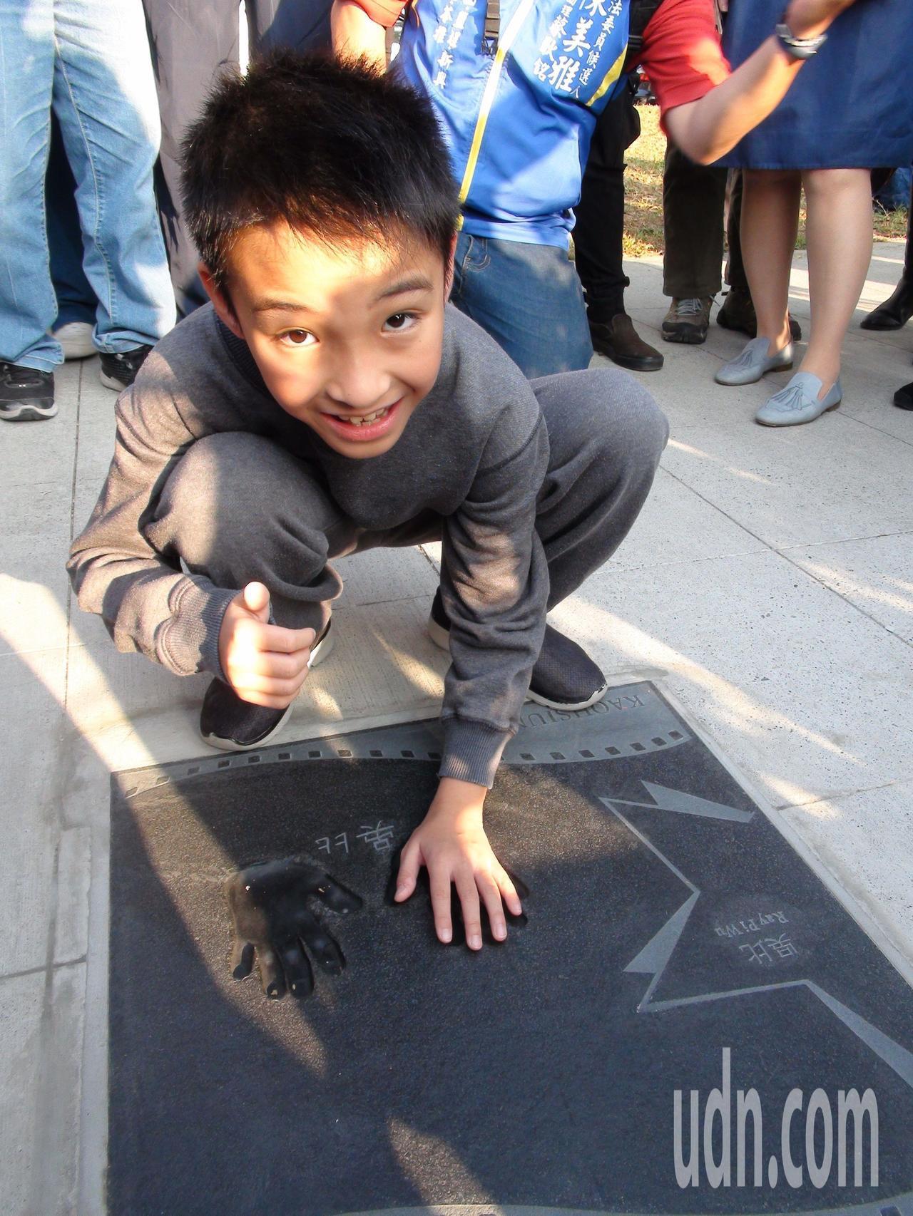 吳比說,他沒想到自己的手印也會星光大道上。記者謝梅芬/攝影