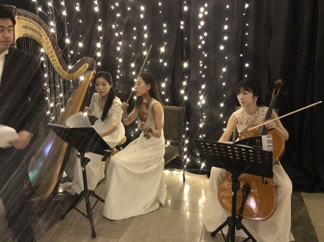 毛加恩婚禮請樂團伴奏。圖/讀者提供