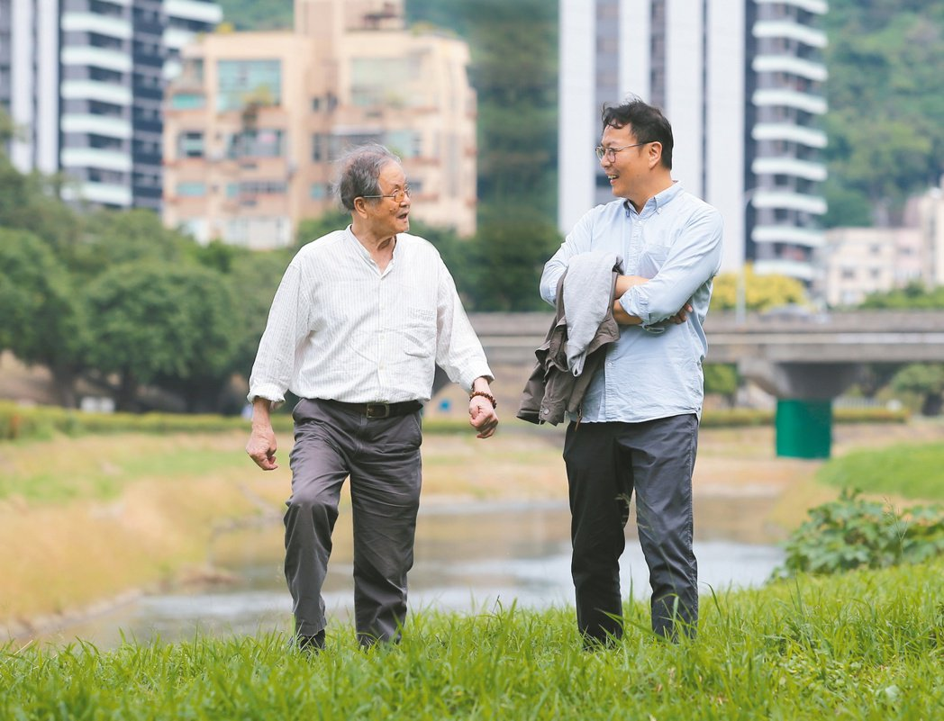 國寶級作家黃春明和兒子黃國珍聯袂受訪,談父子關係的改變與流動,找到屬於自己的人生...