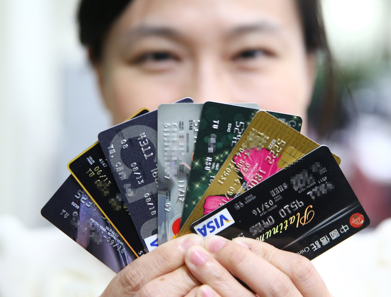 網友跟老婆去紐西蘭度蜜月,想辦信用卡。 圖/聯合報系資料照片