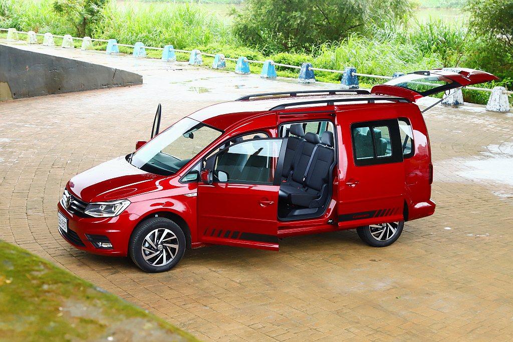 福斯商旅Caddy Maxi的賣點就是空間,仗著超長3,006mm軸距提供車內7...
