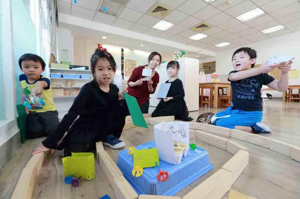 台積幼兒園課程強調與時俱進並解決各種難題,例如科普課程鼓勵孩子和父母討論科學實驗...