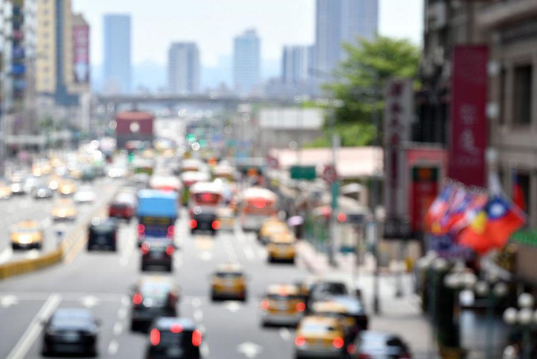 根據氣候變遷報告,到世紀末高熱的天數會是現在的3~5倍,未來台灣熱浪會愈來愈嚴重...