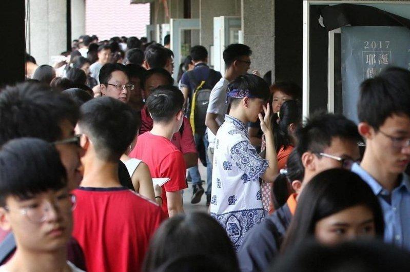 受新冠肺炎影響,目前滯留中港澳的高中生約630人。有學生擔心無法如期參加大學甄試。 聯合報系資料照片