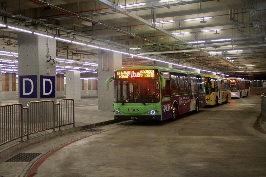 台中市政府交通局規劃12條熱門公車路線進駐台中轉運中心,今天起A月台將有往台灣大...
