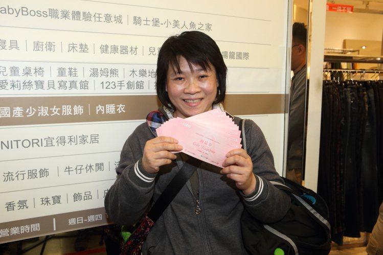 獲得萬元最大獎的林小姐,會將獎金用於購買衣服。記者陳睿中/攝影