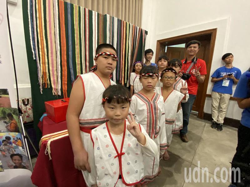 花蓮的西林國小透過「我們眼中的支亞干」紀錄片,帶大家走進太魯閣族的部落生活。記者鄭維真/攝影