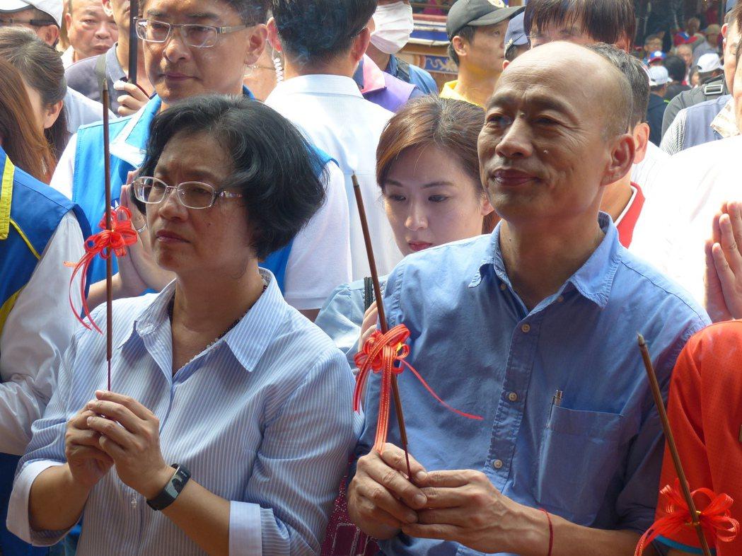彰化縣長王惠美(左)鬆口表示同意接任韓國瑜彰化縣競選總部主委,但要等適當時機宣布...