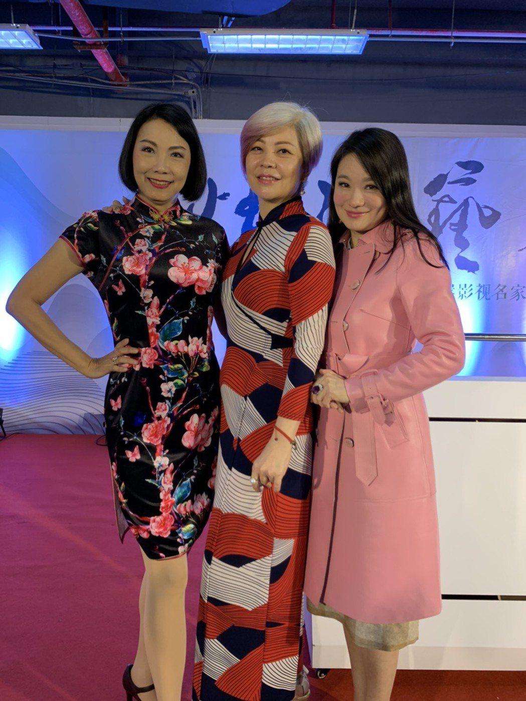 佳樂小姐凌蕙蕙(左起)中國小姐胡翡翠和佳樂小姐張瑞竹一起合影  記者 楊起鳳/攝...