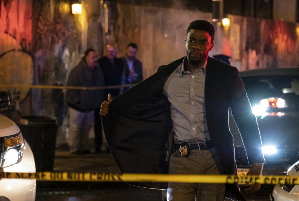 查德維克博斯曼在《暴走曼哈頓》飾演霹靂警探。圖╱Catchplay提供