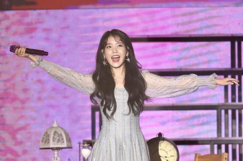韓國人氣女星IU,將台北當作海外巡迴演唱會的首站,晚上在國立體育大學舉行演唱會。記者林伯東/攝影