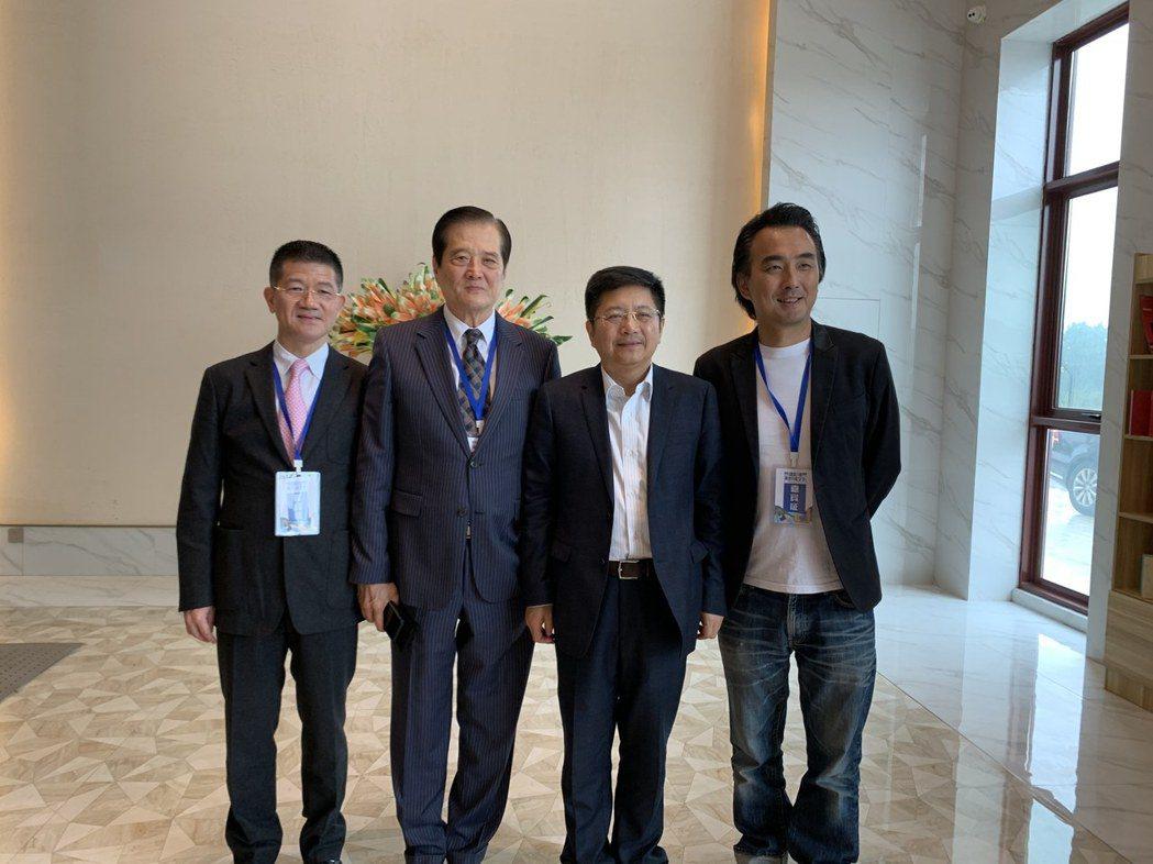 製作人賴聰筆(左起)理事長汪威江、國台辦發言人馬曉光、導演蔡岳勳一起推動兩岸文化