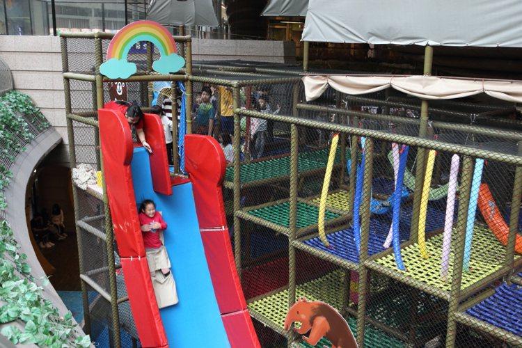 京華城內有15間兒童相關設施,適合孩童放電。記者陳睿中/攝影