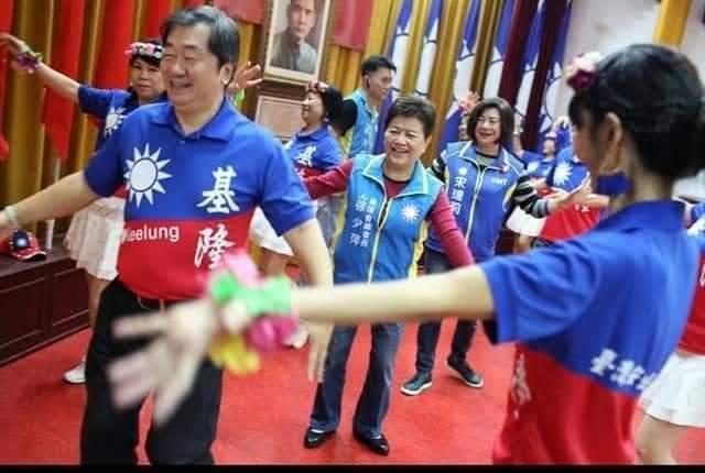 國民黨基隆百位新血入黨,宋瑋莉:團結一起下架民進黨。圖/國民黨基隆市黨部提供
