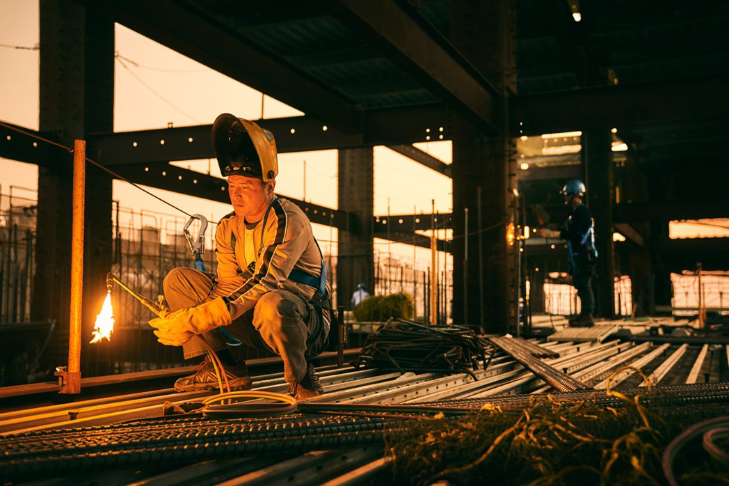 金鐘視帝李銘順演「鐵工」,詮釋小人物心聲。圖/大慕影藝提供