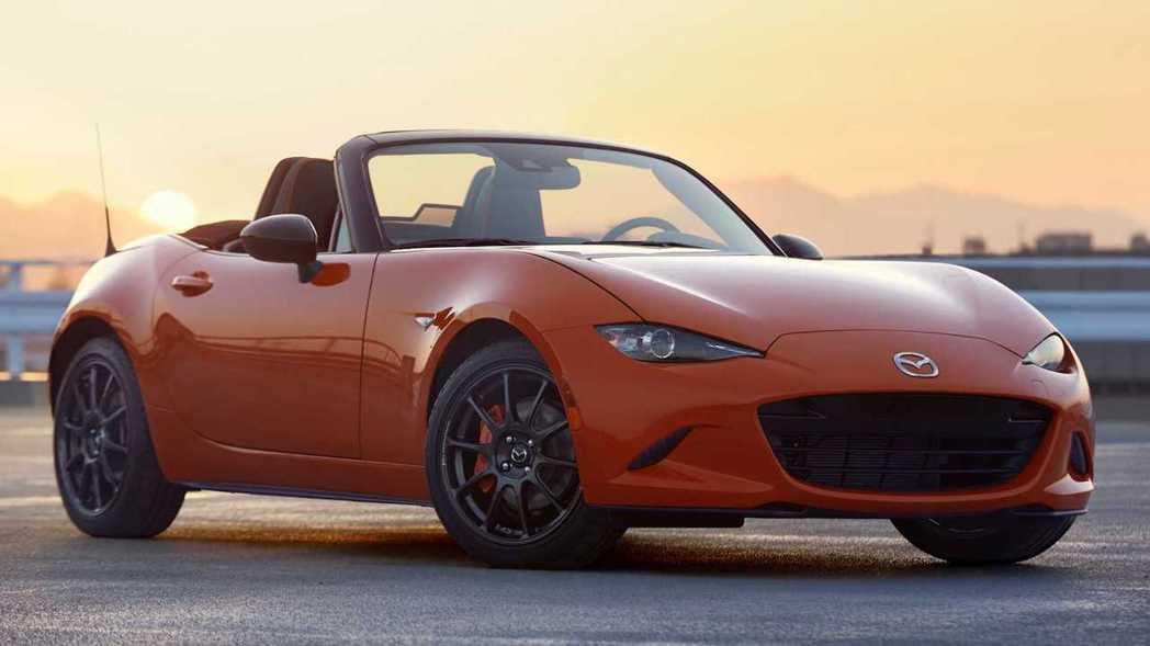 緊湊輕巧的車身,乃是MX-5操控出色的關鍵。 摘自Mazda