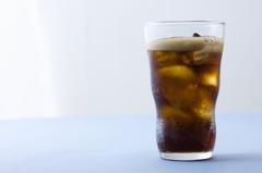 可樂當水喝!她日灌5公升暴瘦20公斤 醫師檢查發現慘了