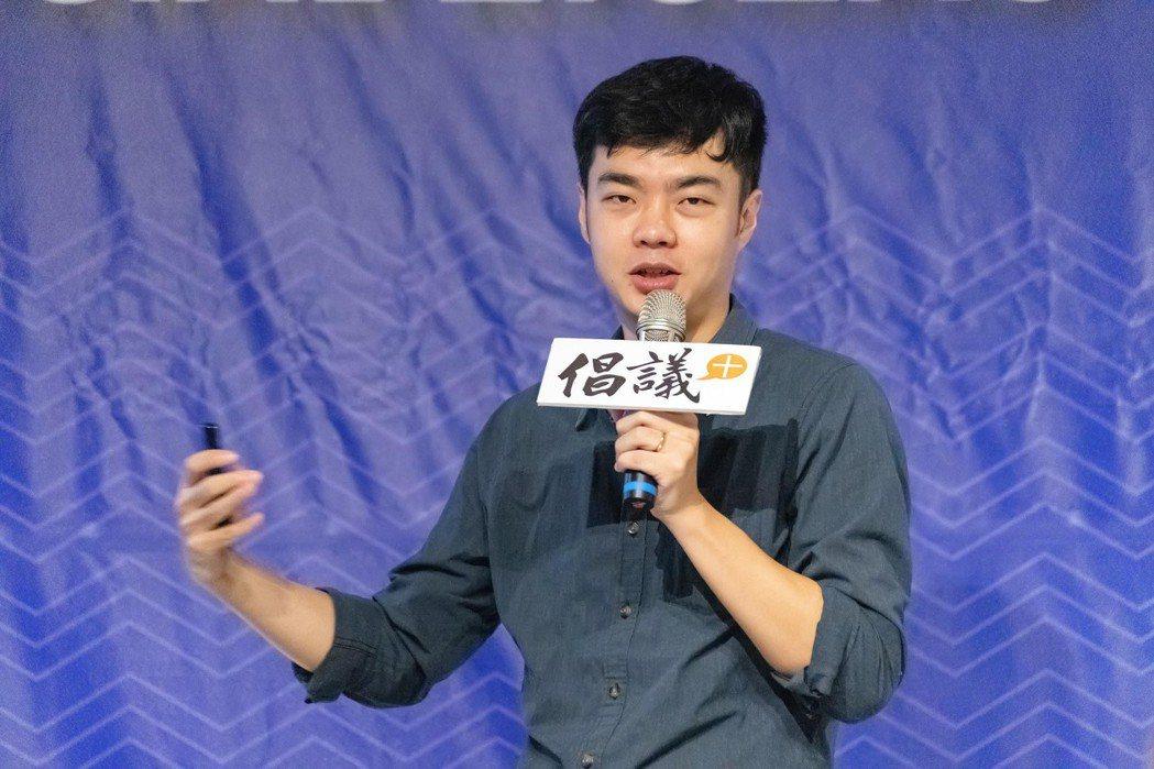 青瓢創辦人林志龍分享公司創辦理念,並致力打造環保租借系統,致力減塑問題。 圖/吳...