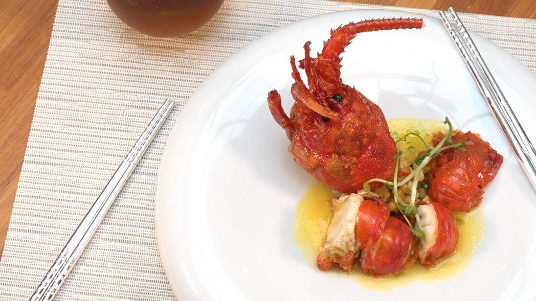 從頭到尾免去殼,整尾皆可食用的甲殼素龍蝦。 南紡100嚴選/提供
