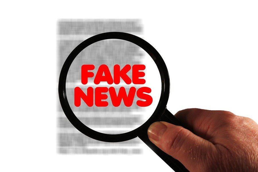 依照星國打假新聞法律,臉書首度配合政府標示假新聞。(photo by Wikimedia)