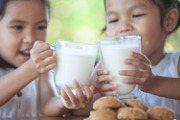 喝牛奶也要喝對時間 補鈣或安神2個黃金時段別錯過