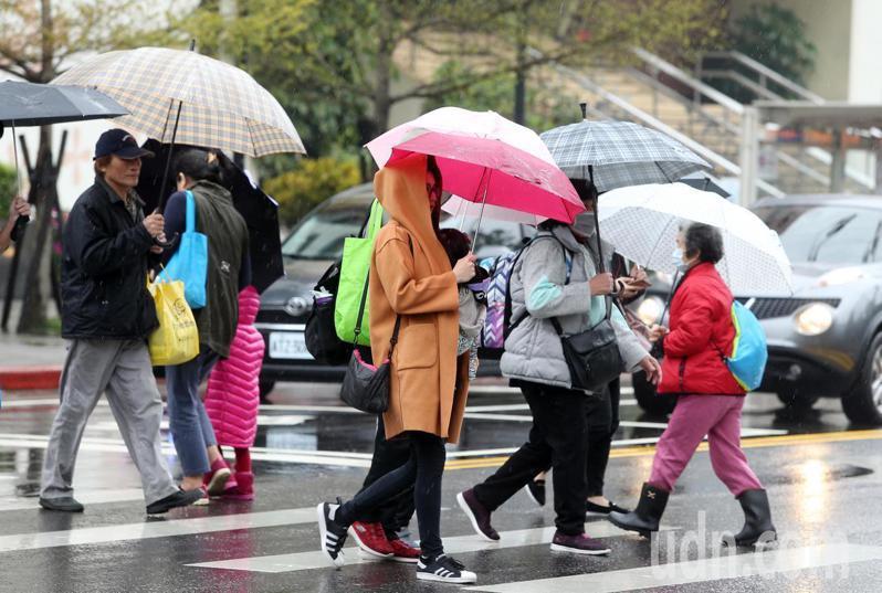 4月2日至5日為清明連假,中央氣象局預報,北部及東半部降雨機率高。聯合報系資料照