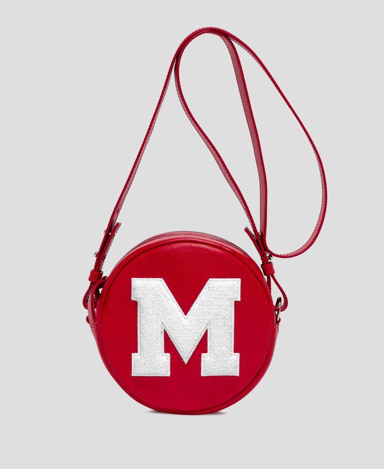 紅色M字圓筒包,17,300元。圖/MSGM提供