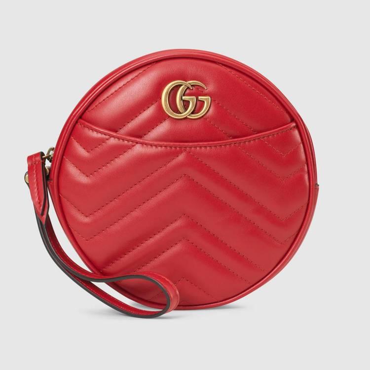GG Marmont小型手腕包(紅),24,800元。圖/Gucci提供
